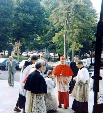 http://www.icrsp.org/IMAGES-APOSTOLATS/IMAGES-2010/Cardinal-Siri-2010/Siri_visite_pastorale1.jpg