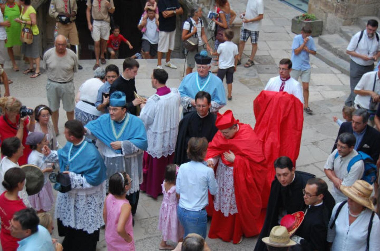 Le cardinal Burke, trop radical pour le pape François ? Roc14-2